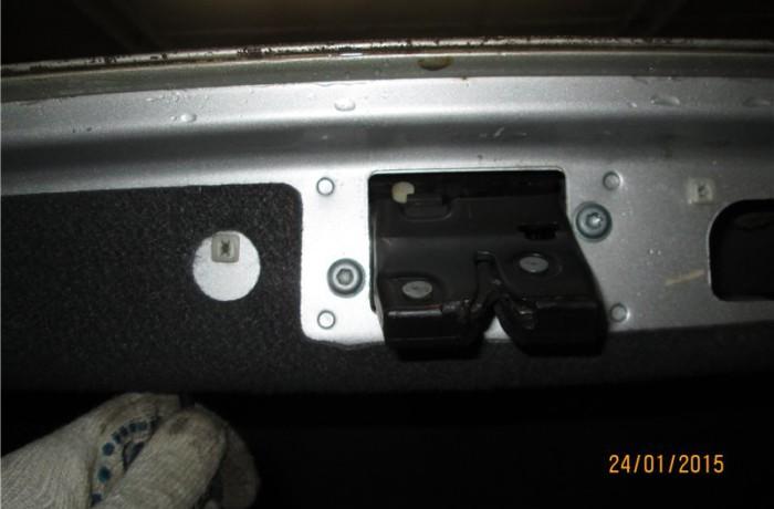 Замена защелки замка багажника w203 Дорестал